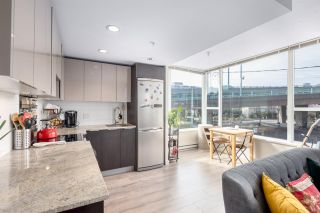 """Photo 4: 305 1919 WYLIE Street in Vancouver: False Creek Condo for sale in """"Maynards Block"""" (Vancouver West)  : MLS®# R2589947"""