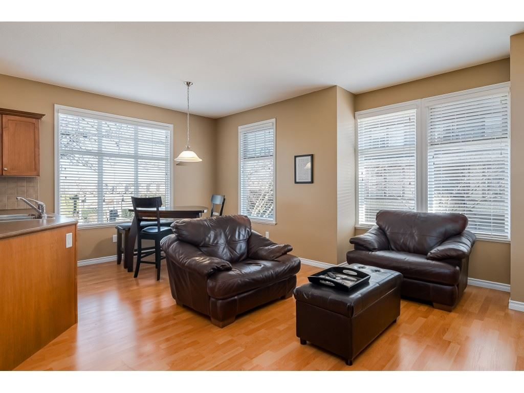 """Photo 5: Photos: 5 6588 188 Street in Surrey: Cloverdale BC Townhouse for sale in """"HILLCREST PLACE"""" (Cloverdale)  : MLS®# R2532394"""