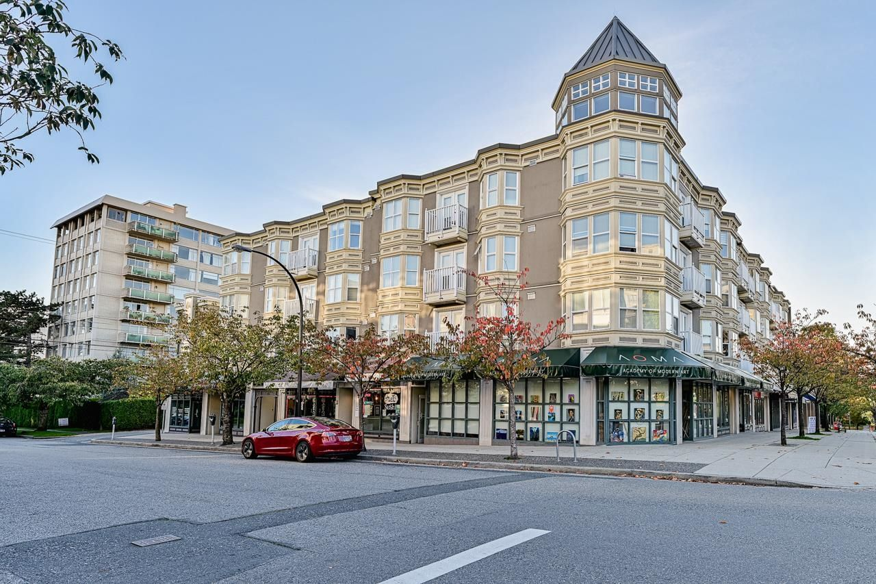 Main Photo: PH2 5723 BALSAM Street in Vancouver: Kerrisdale Condo for sale (Vancouver West)  : MLS®# R2625445