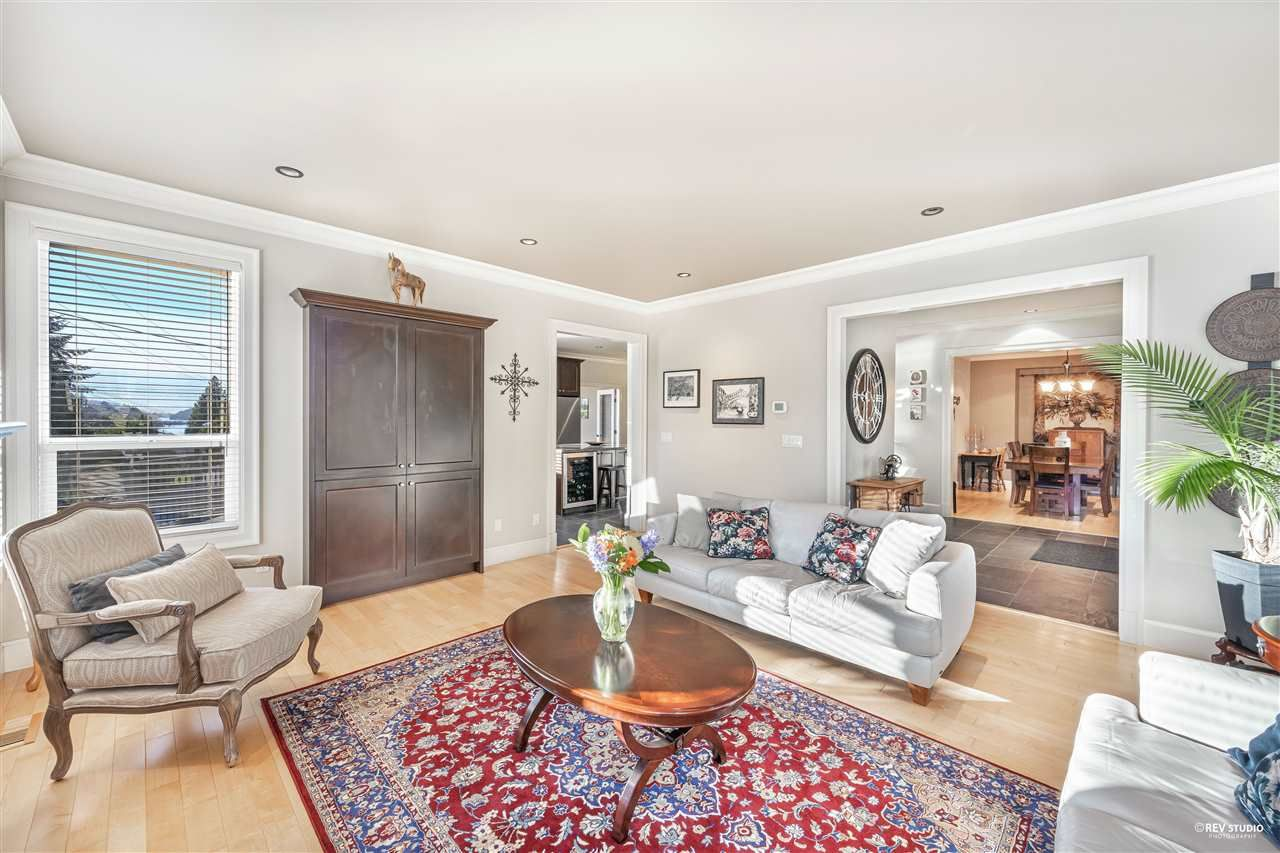 Photo 10: Photos: 645 IOCO Road in Port Moody: North Shore Pt Moody House for sale : MLS®# R2537725