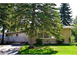 Photo 1: 5719 LODGE Crescent SW in Calgary: Lakeview House for sale : MLS®# C4076054