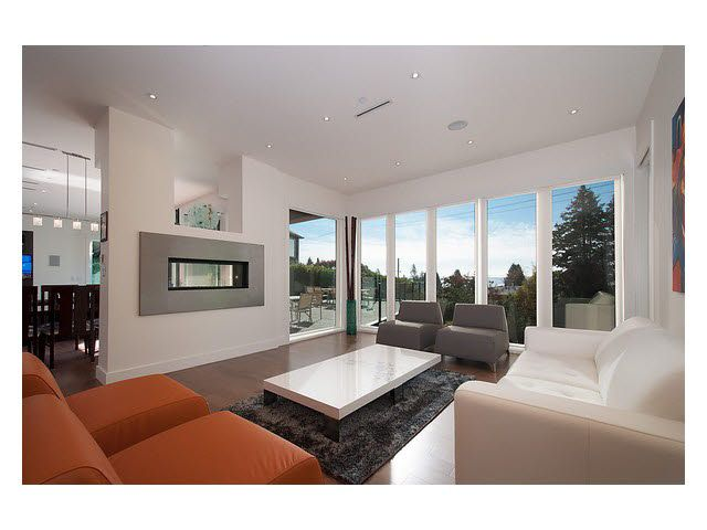 Photo 2: Photos: 2659 Marine Drive in West Vancouver: Dundarave House for rent