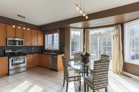 Photo 5: Photos: 39 Blossomview Court in Whitby: Taunton North House (2-Storey) for sale : MLS®# E2875948