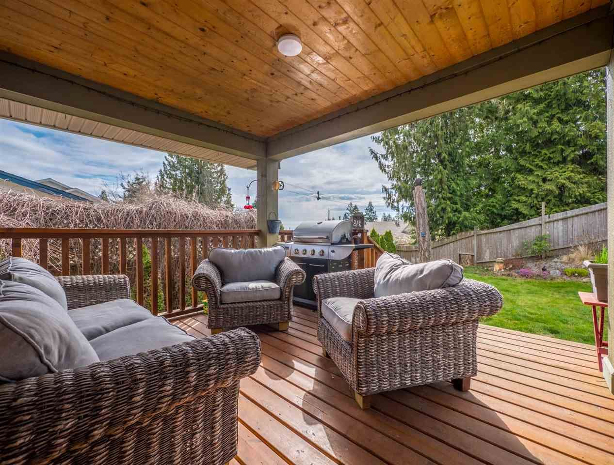 Photo 19: Photos: 6335 PICADILLY Place in Sechelt: Sechelt District House for sale (Sunshine Coast)  : MLS®# R2248834