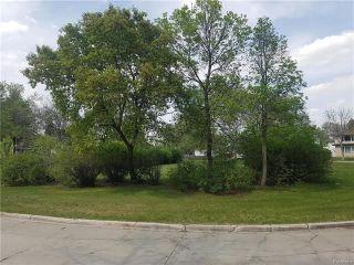 Photo 2: 129 Clyde Road in Winnipeg: East Elmwood Residential for sale (3B)  : MLS®# 1814001