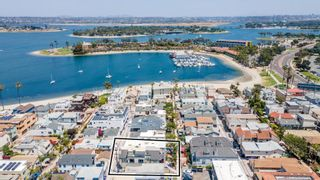Photo 2: PACIFIC BEACH Townhouse for sale : 3 bedrooms : 816 Isthmus Court in San Diego