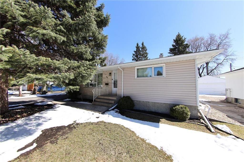 Main Photo: 62 Weaver Bay in Winnipeg: St Vital Residential for sale (2C)  : MLS®# 202109137
