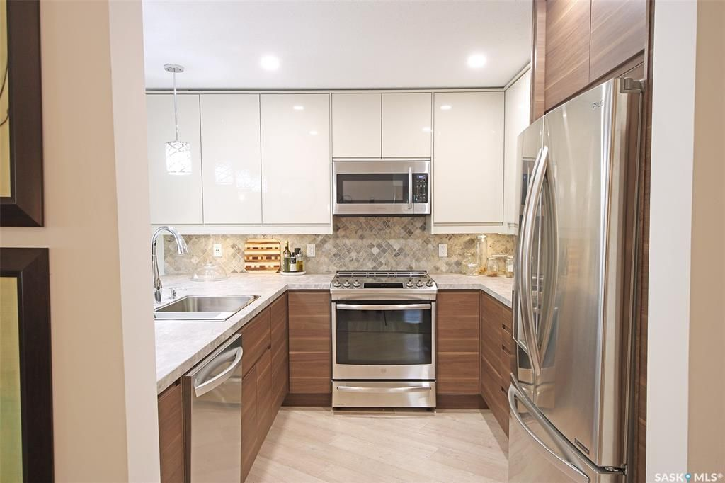 Wow what a kitchen! Drawers provide  optimum storage