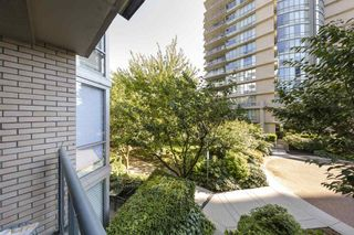 "Photo 15: TH103 1288 MARINASIDE Crescent in Vancouver: Yaletown Townhouse for sale in ""Crestmark"" (Vancouver West)  : MLS®# R2281597"
