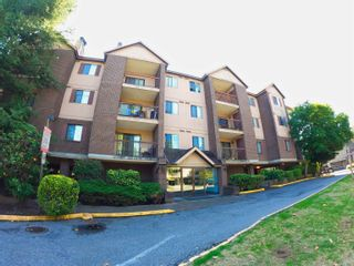 """Photo 2: 140 8500 ACKROYD Road in Richmond: Brighouse Condo for sale in """"Westhampton Court"""" : MLS®# R2618615"""