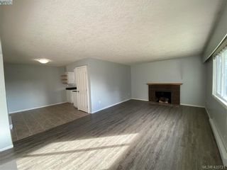 Photo 3: 784 Revilo Pl in VICTORIA: La Langford Proper Half Duplex for sale (Langford)  : MLS®# 832704