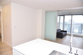 """Photo 7: 3811 1480 HOWE Street in Vancouver: Yaletown Condo for sale in """"VANCOUVER HOUSE BY WESTBANK"""" (Vancouver West)  : MLS®# R2543232"""