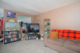 """Photo 7: 160 7790 KING GEORGE Boulevard in Surrey: East Newton Manufactured Home for sale in """"Crispen Bays"""" : MLS®# R2593825"""