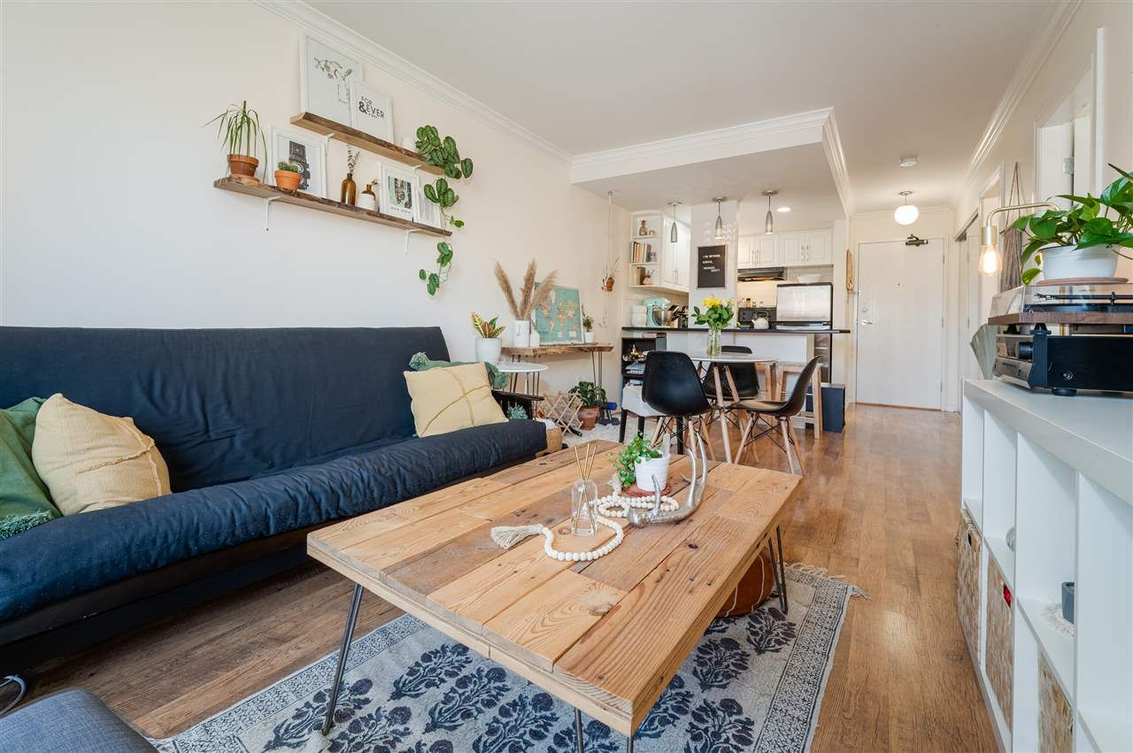 "Main Photo: 202 2330 MAPLE Street in Vancouver: Kitsilano Condo for sale in ""Maple Gardens"" (Vancouver West)  : MLS®# R2575391"