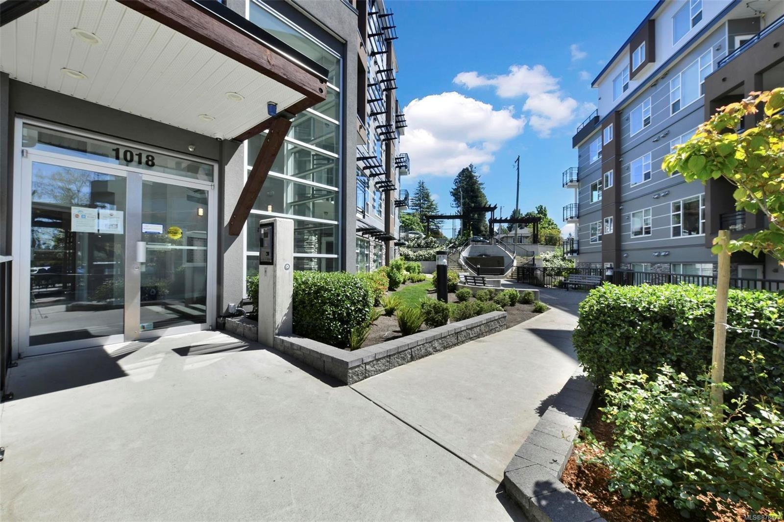 Main Photo: 501 1018 Inverness Rd in : SE Quadra Condo for sale (Saanich East)  : MLS®# 878477