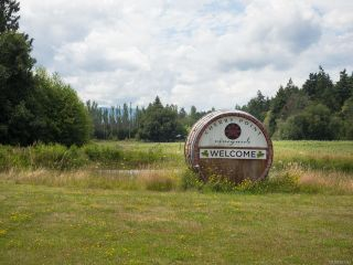 Photo 1: 840 Cherry Point Rd in COBBLE HILL: ML Cobble Hill Business for sale (Malahat & Area)  : MLS®# 843374