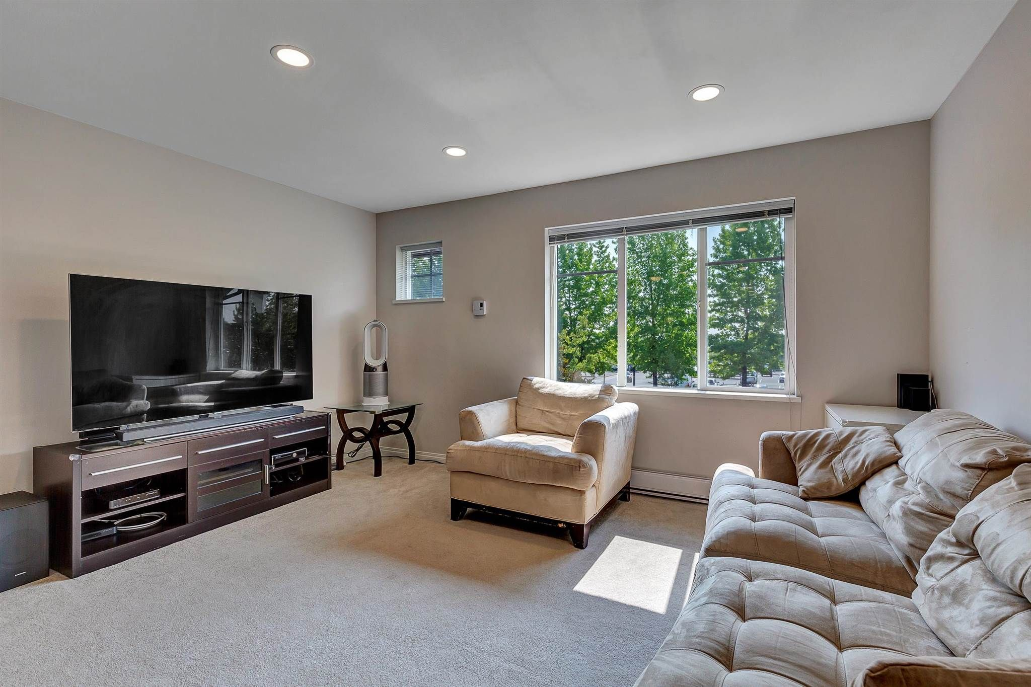 """Photo 6: Photos: 9 15871 85 Avenue in Surrey: Fleetwood Tynehead Townhouse for sale in """"Huckleberry"""" : MLS®# R2606668"""