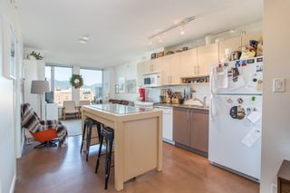 """Photo 2: 1106 550 TAYLOR Street in Vancouver: Downtown VW Condo for sale in """"THE TAYLOR"""" (Vancouver West)  : MLS®# R2335310"""