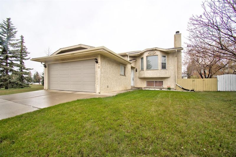 FEATURED LISTING: 28 Riverglen Way Southeast Calgary