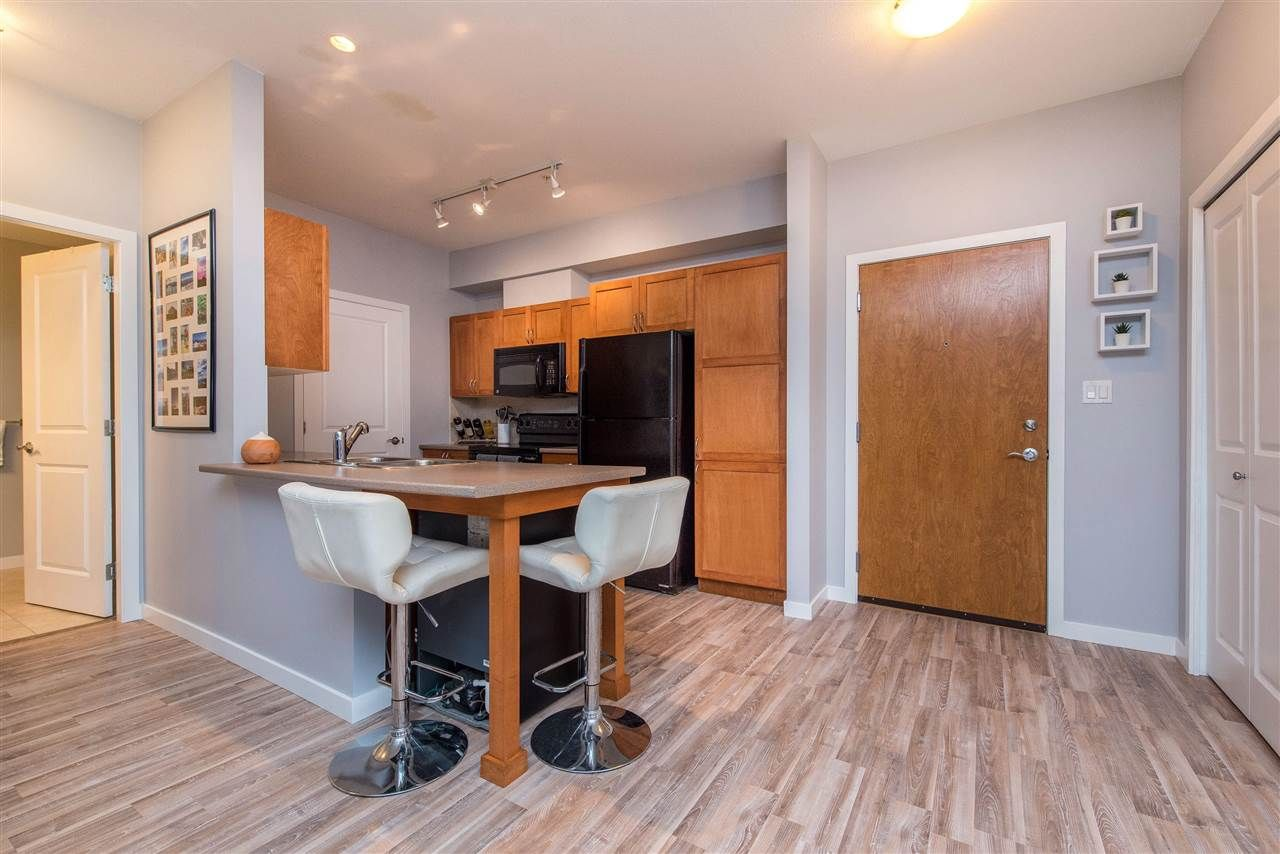 """Photo 7: Photos: 309 33318 E BOURQUIN Crescent in Abbotsford: Central Abbotsford Condo for sale in """"NATURES GATE"""" : MLS®# R2530844"""