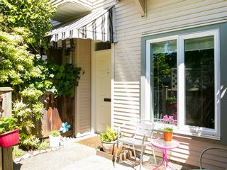 Photo 3: 130 LAKEWOOD DRIVE in Vancouver East: Hastings Home for sale ()  : MLS®# R2067409
