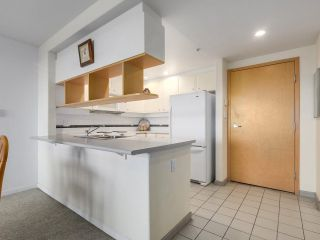 """Photo 4: 301 1978 VINE Street in Vancouver: Kitsilano Condo for sale in """"CAPERS BUILDING"""" (Vancouver West)  : MLS®# R2224832"""