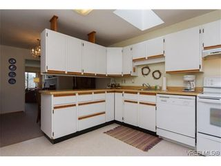 Photo 8: 3836 Epsom Dr in VICTORIA: SE Cedar Hill Full Duplex for sale (Saanich East)  : MLS®# 631569