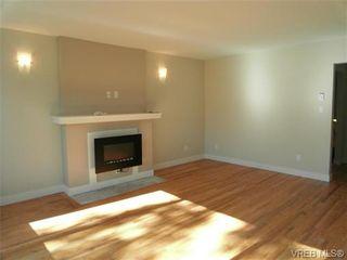 Photo 2: 610 Manchester Rd in VICTORIA: Vi Burnside Half Duplex for sale (Victoria)  : MLS®# 666380