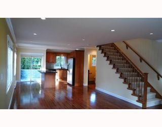 Photo 3: 3115 SUNNYHURST RD in North Vancouver: Condo for sale : MLS®# V753747