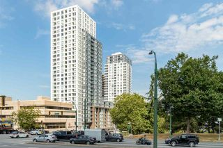 """Photo 2: 3202 5515 BOUNDARY Road in Vancouver: Collingwood VE Condo for sale in """"Wall Centre Central Park"""" (Vancouver East)  : MLS®# R2208071"""
