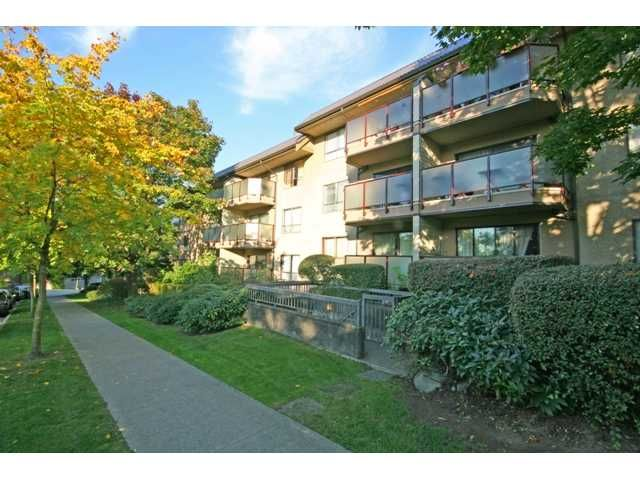 "Main Photo: 105 2150 BRUNSWICK Street in Vancouver: Mount Pleasant VE Condo for sale in ""MOUNT PLEASANT PLACE"" (Vancouver East)  : MLS®# V884597"