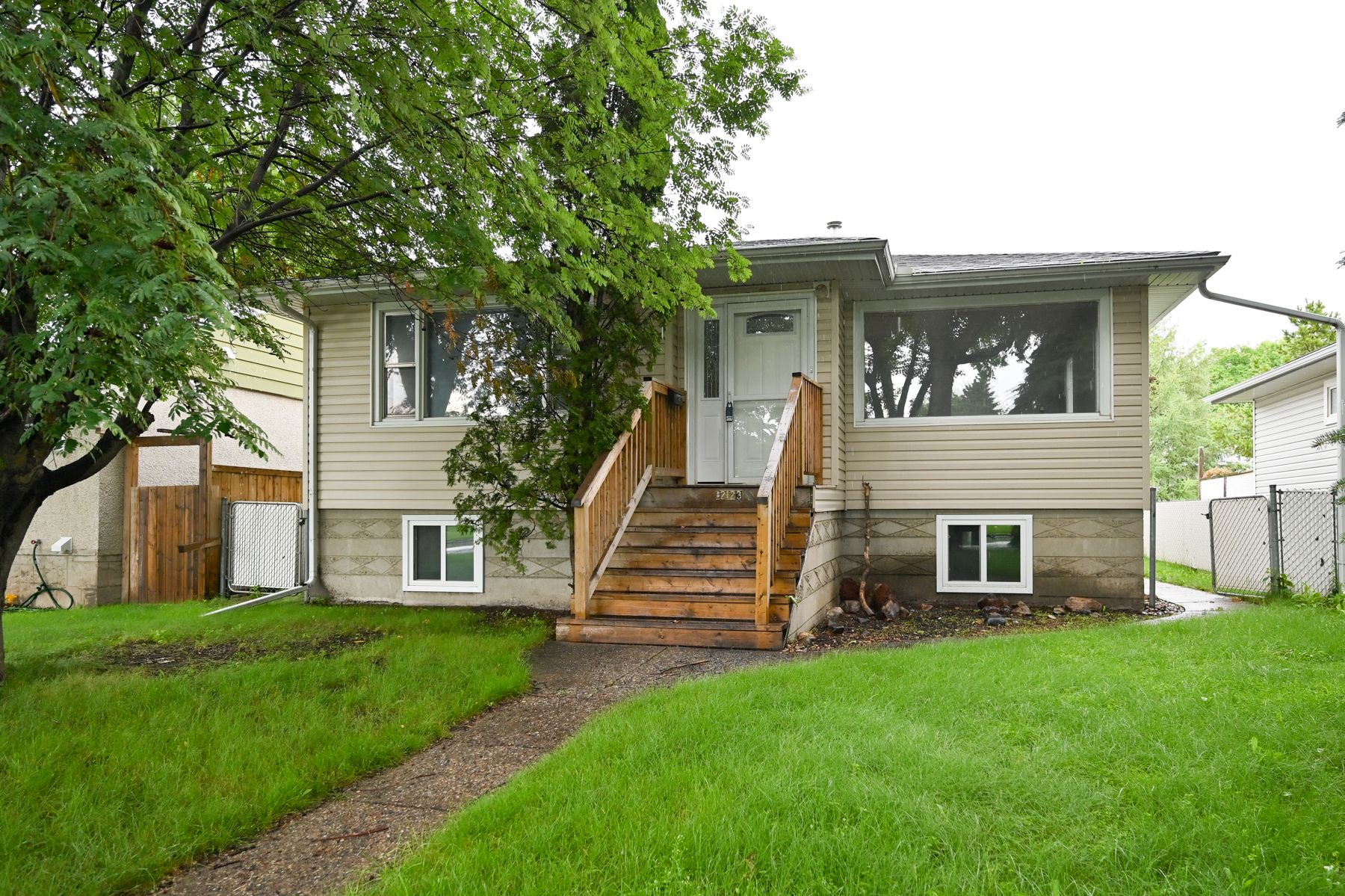 Main Photo: 12123 61 Street NW in Edmonton: House for sale : MLS®# E4166111