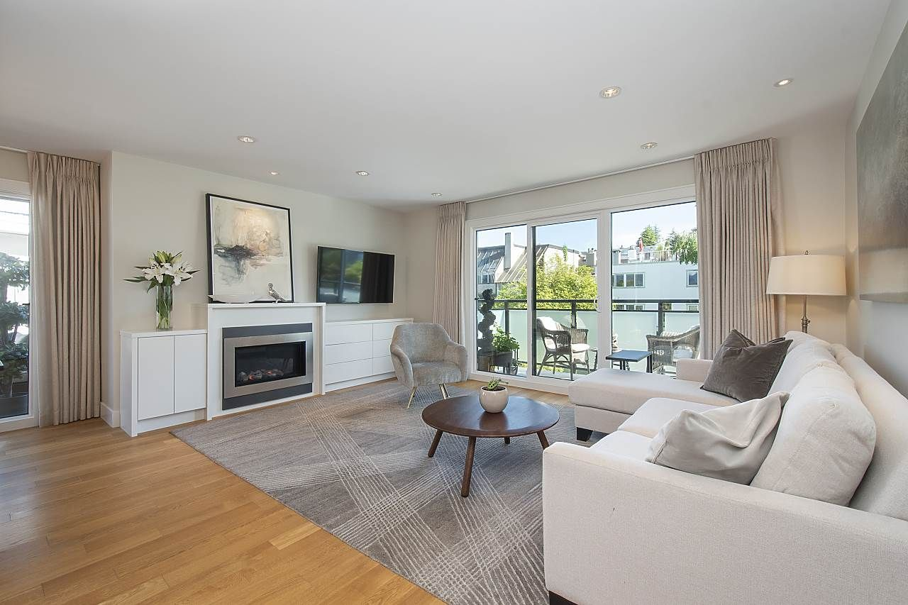 Birght, breezy and beautiful.  This large open space, has built-ins to house all your entertainment equipment, a gas fireplace, oak floors, pot lights w/dimmers, floor-ceiling custom drapes.  Accomodates house size furniture.