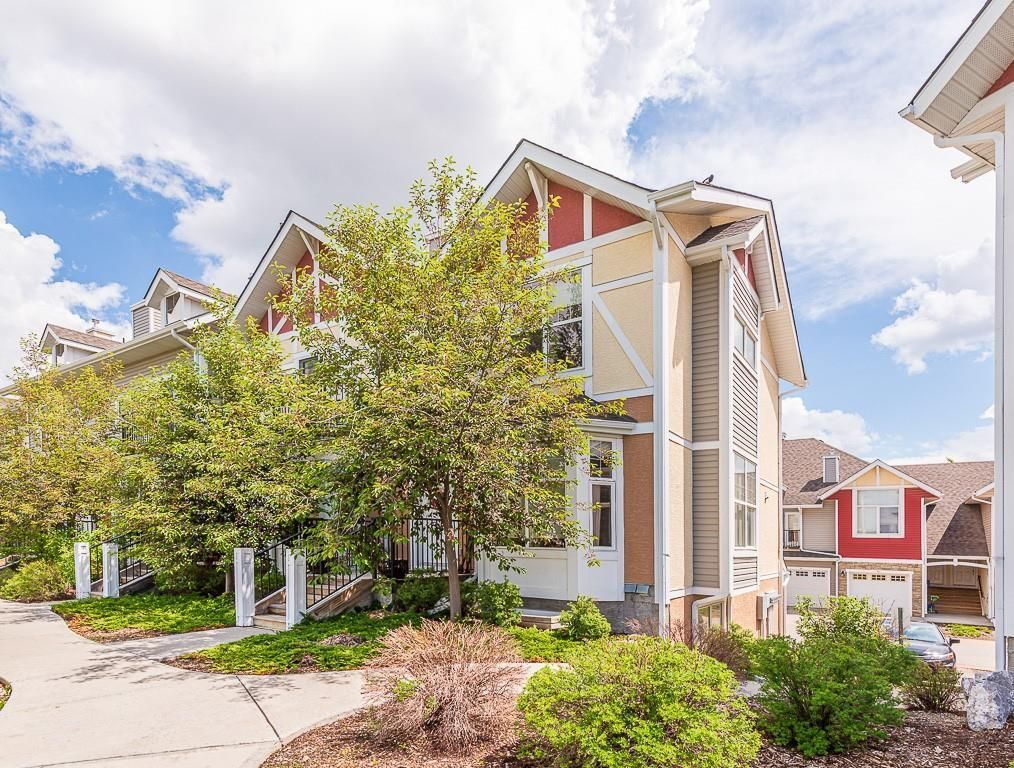 Main Photo: 43 WEST SPRINGS Lane SW in Calgary: West Springs Row/Townhouse for sale : MLS®# C4256287