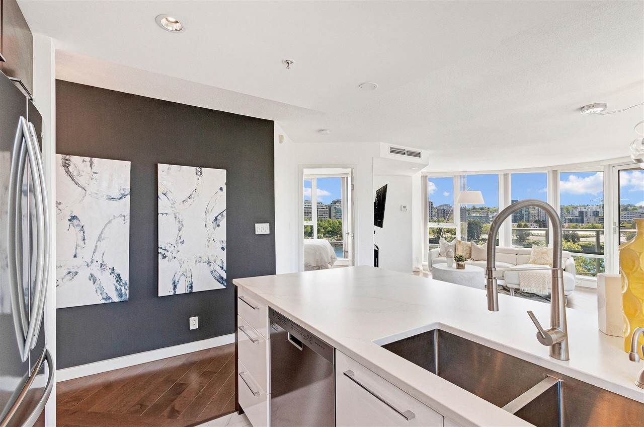 Photo 9: Photos: 806 918 COOPERAGE WAY in Vancouver: Yaletown Condo for sale (Vancouver West)  : MLS®# R2589015