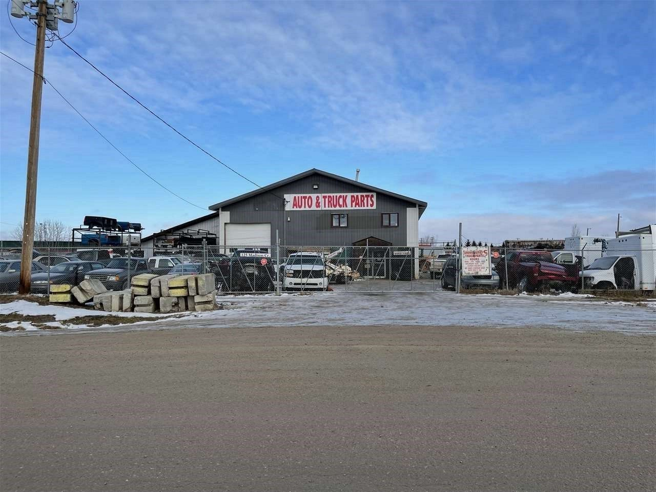 Main Photo: 125 madison Crescent: Spruce Grove Business with Property for sale : MLS®# E4223166
