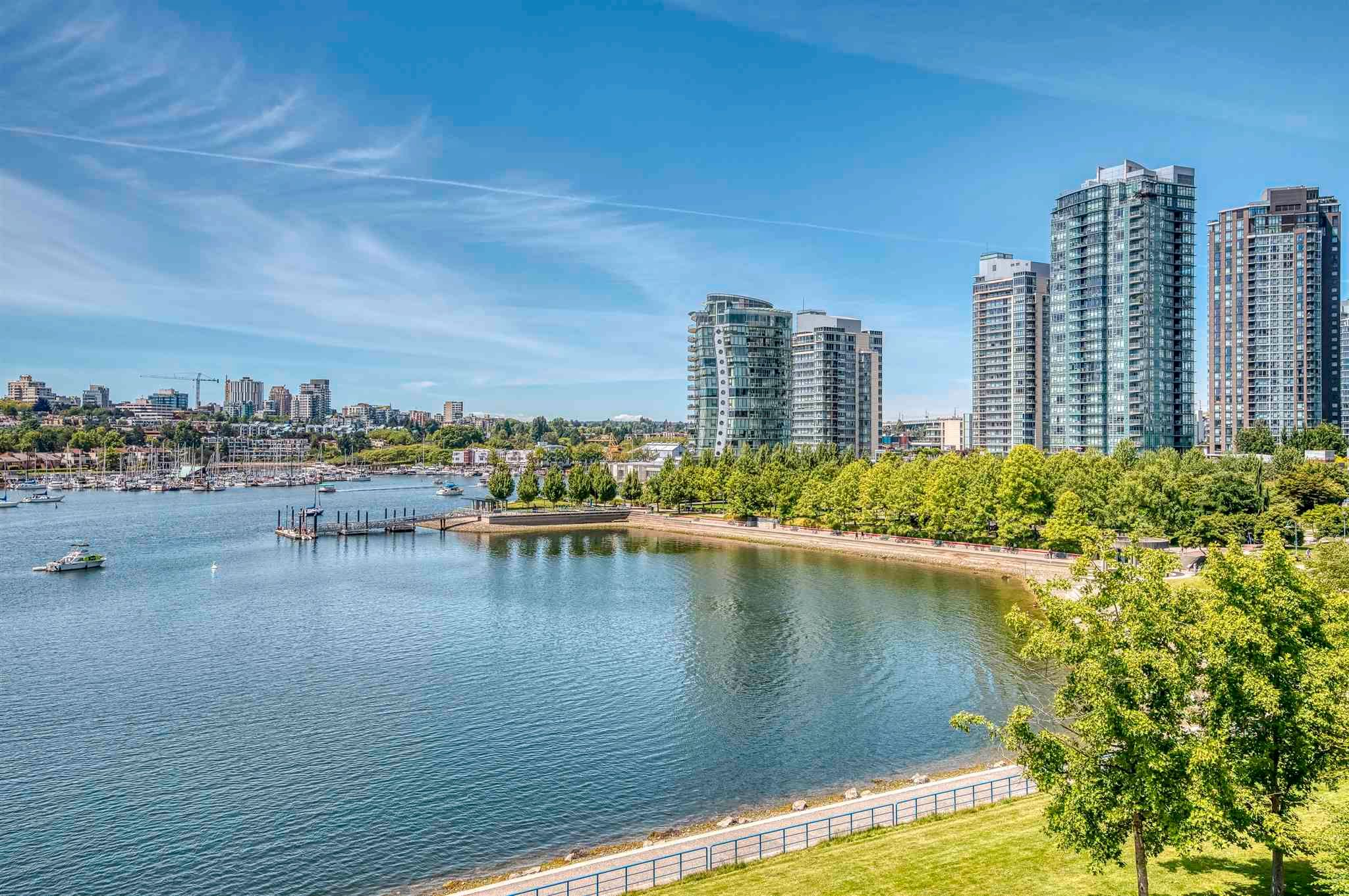 """Main Photo: 705 1383 MARINASIDE Crescent in Vancouver: Yaletown Condo for sale in """"COLUMBUS"""" (Vancouver West)  : MLS®# R2594508"""