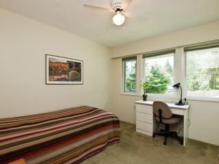 """Photo 10: 4720 RAMSAY Road in North Vancouver: Lynn Valley House for sale in """"Upper Lynn"""" : MLS®# V883000"""
