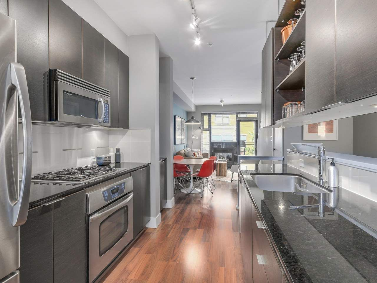 """Photo 4: Photos: 3748 COMMERCIAL Street in Vancouver: Victoria VE Townhouse for sale in """"BRIX 1"""" (Vancouver East)  : MLS®# R2107827"""