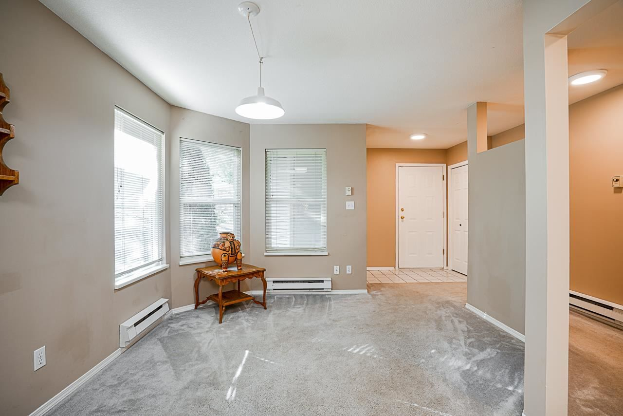 """Photo 7: Photos: 48 36060 OLD YALE Road in Abbotsford: Abbotsford East Townhouse for sale in """"Mountain View Village"""" : MLS®# R2586333"""
