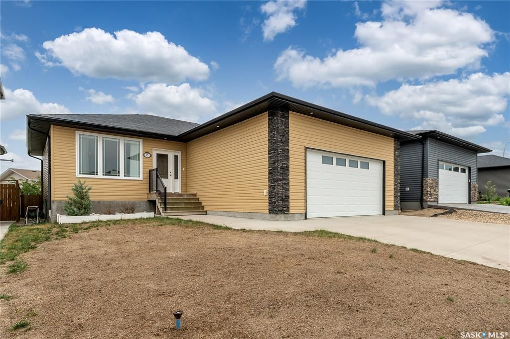 Main Photo: 15 Wellington Place in Moose Jaw: Westmount/Elsom Residential for sale : MLS®# SK864426