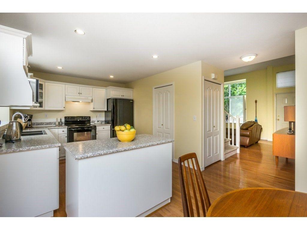 Photo 6: Photos: 9456 202B Street in Langley: Walnut Grove House for sale : MLS®# R2125683