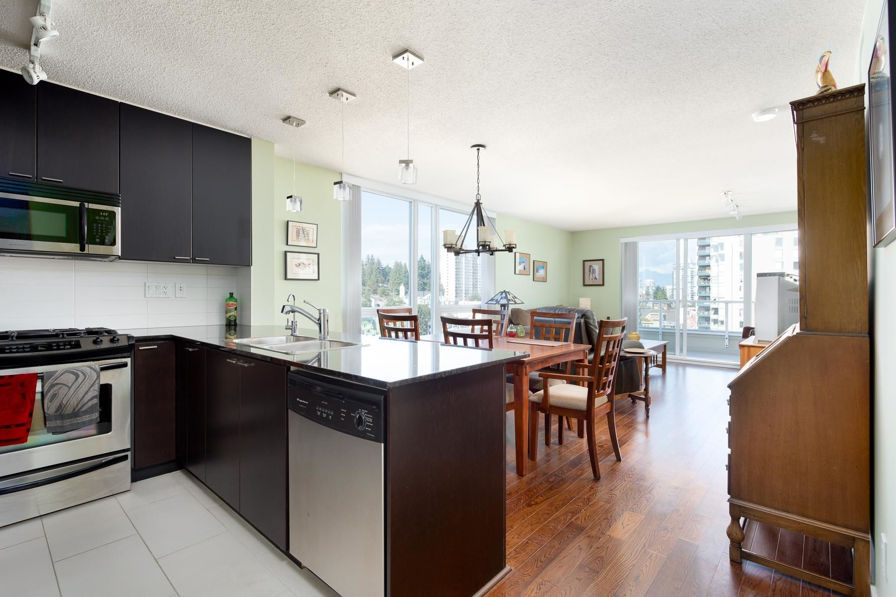 """Main Photo: 1701 39 SIXTH Street in New Westminster: Downtown NW Condo for sale in """"QUANTUM"""" : MLS®# R2615422"""