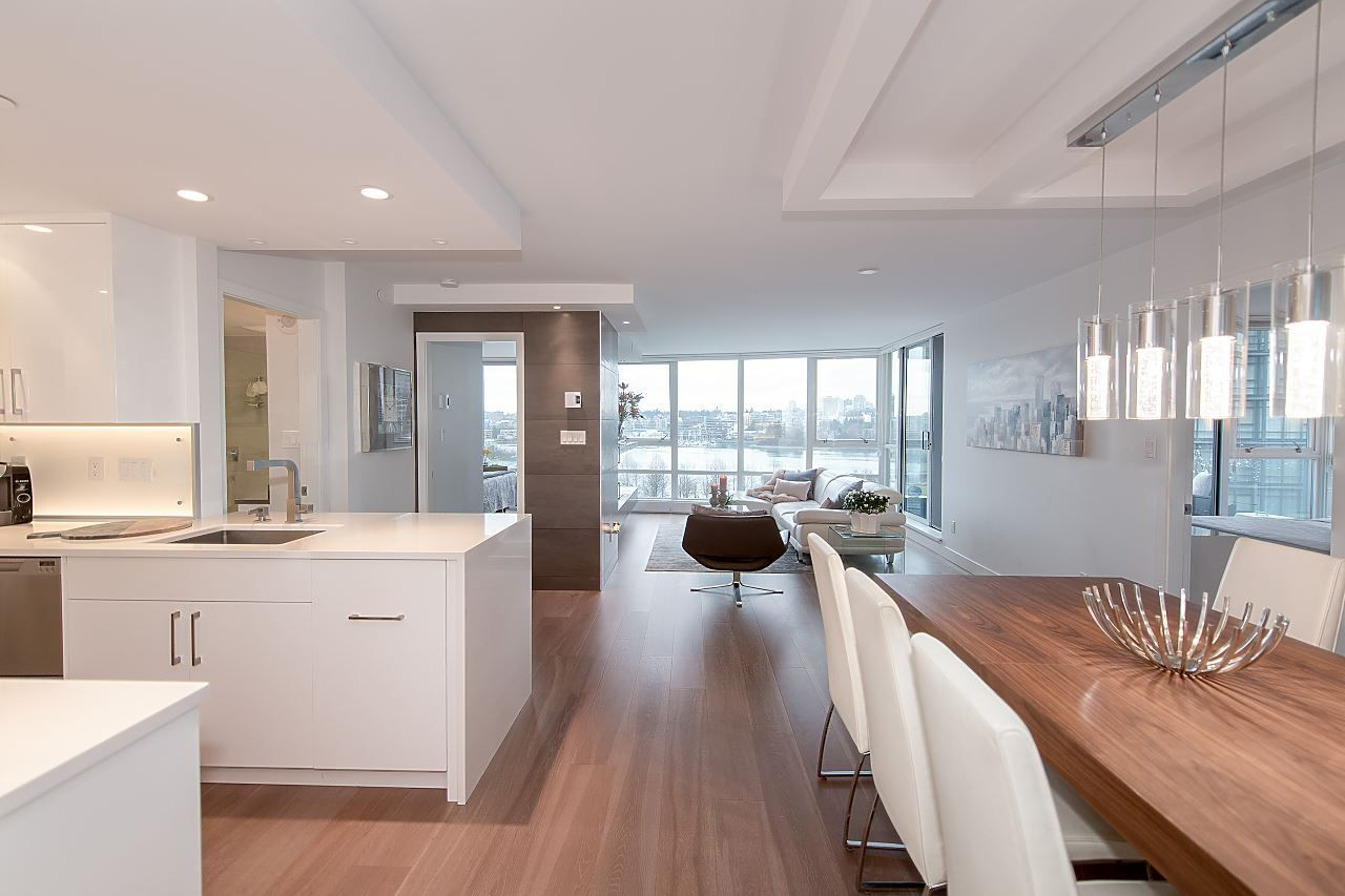"Main Photo: 701 1408 STRATHMORE Mews in Vancouver: Yaletown Condo for sale in ""WEST ONE"" (Vancouver West)  : MLS®# R2230906"