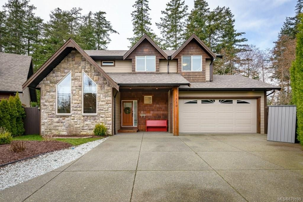 Main Photo: 1230 Painter Pl in : CV Comox (Town of) House for sale (Comox Valley)  : MLS®# 870100