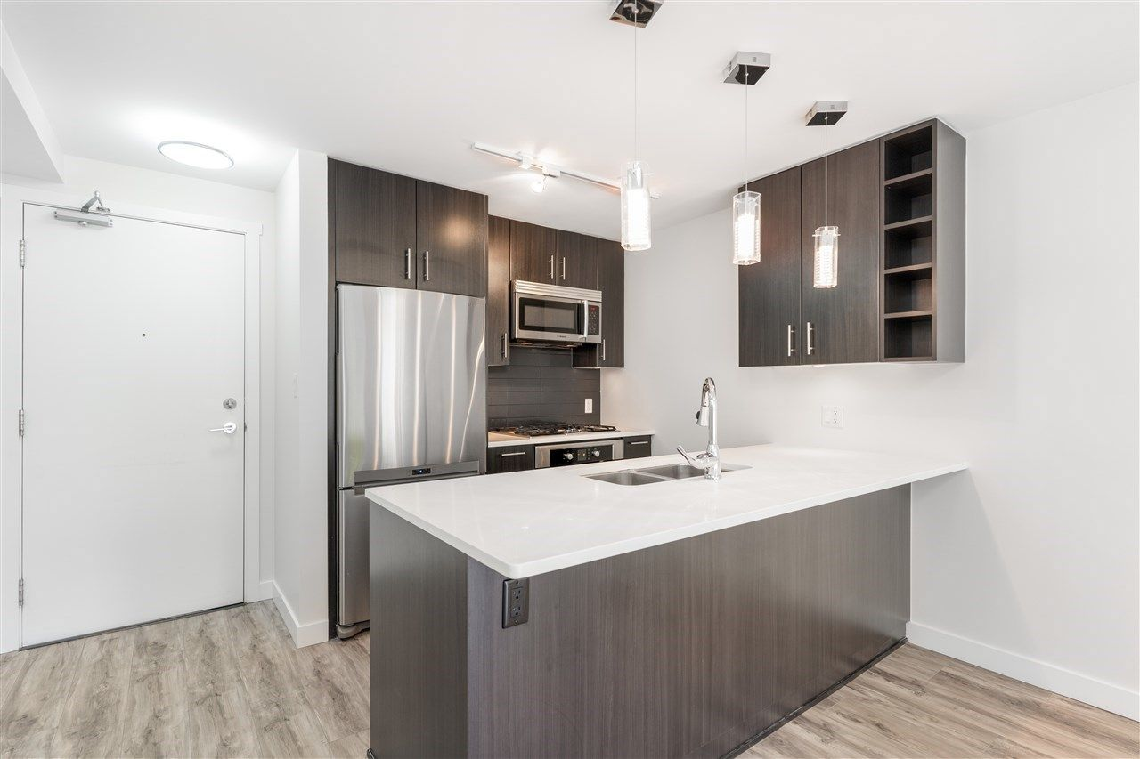 Main Photo: 205 619 FIFTH AVENUE in : Uptown NW Condo for sale : MLS®# R2459918
