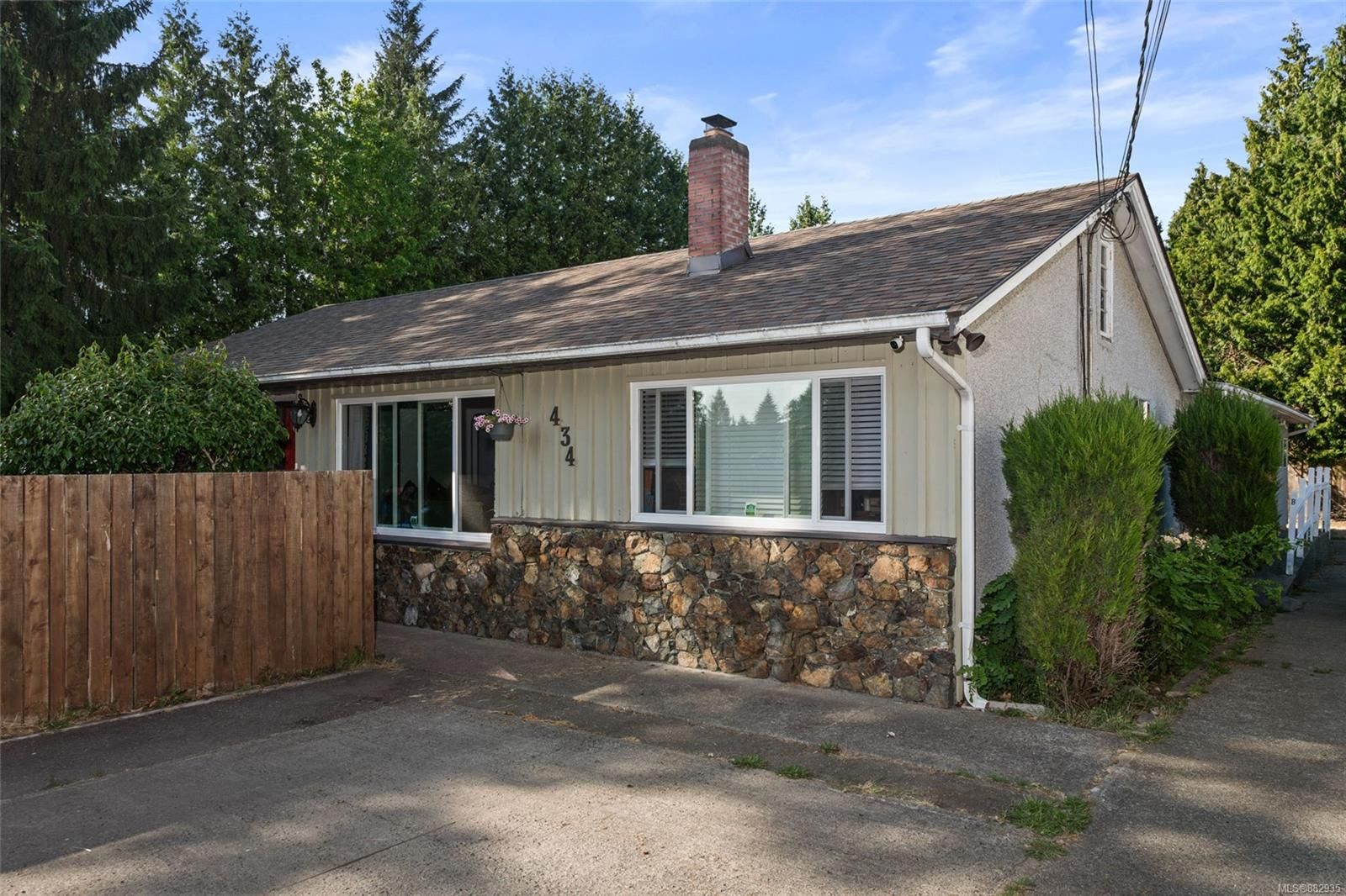 Main Photo: 434 Goldstream Ave in : Co Colwood Corners House for sale (Colwood)  : MLS®# 882935