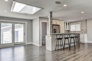 Photo 2: 324 WASCANA Crescent SE in Calgary: Willow Park Detached for sale : MLS®# C4296360