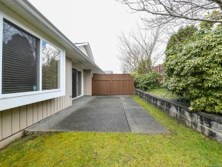 Photo 38: 106 2077 St Andrews Way in COURTENAY: CV Courtenay East Row/Townhouse for sale (Comox Valley)  : MLS®# 836791