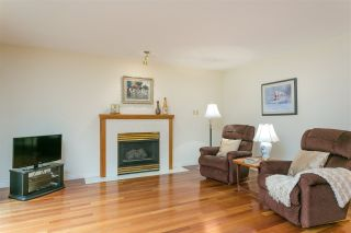 Photo 4: 1080 CLEMENTS Avenue in North Vancouver: Canyon Heights NV House for sale : MLS®# R2298872
